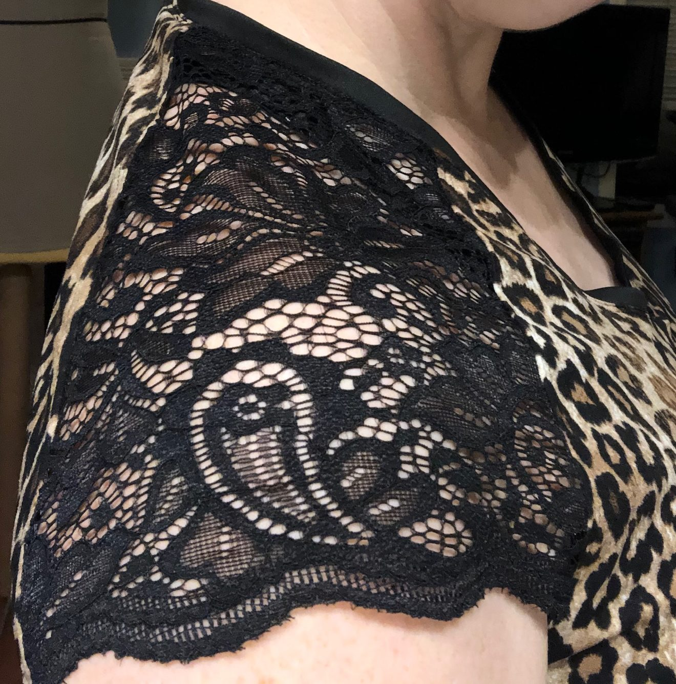 Shoulder blocking in stretch lace. I used the scalloped edge of the lace as the arm edge and it's quite nice!